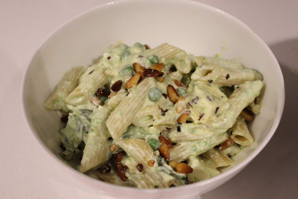 Creamy pasta with yoghurt, peas and chilli