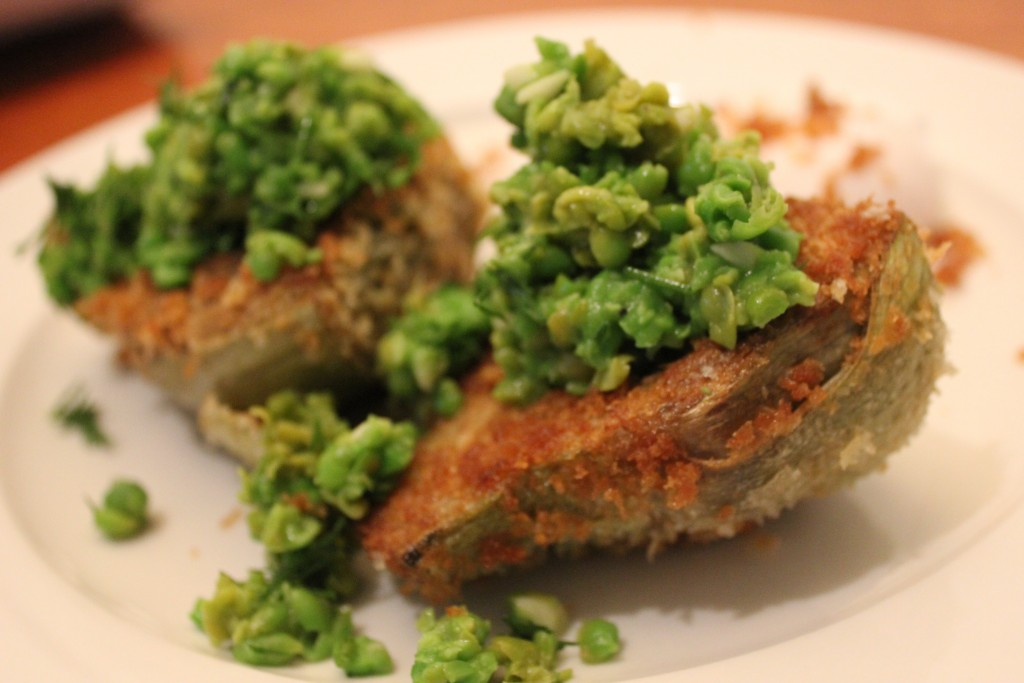 Moving and globe artichokes with crushed peas